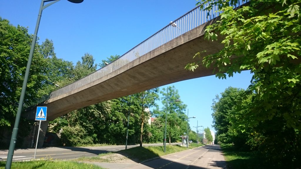 Berg bro, Oslo. Hvordan påvirkes kommunikasjonen av broens form og funksjon?