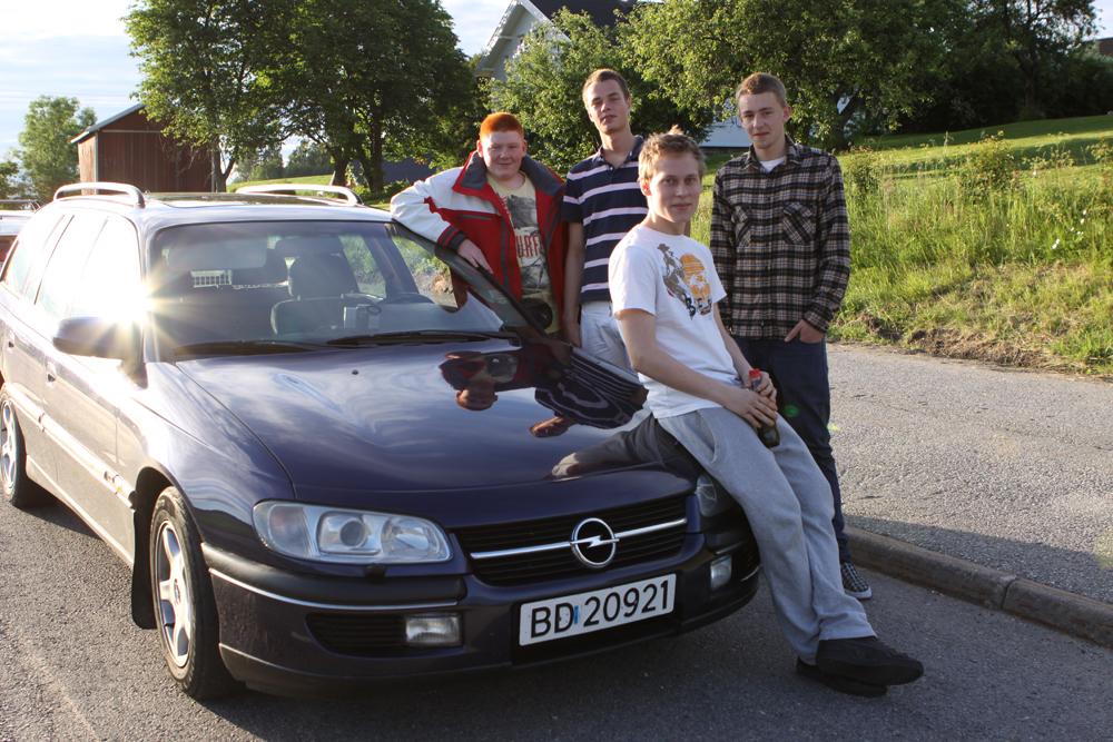 Ungdom og bil i ÅS, 2011.